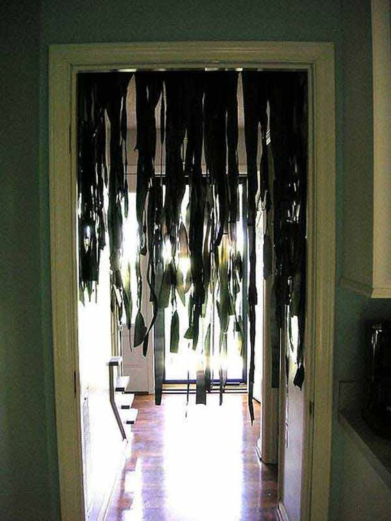 26 DIY Ideas How to Make Scary Halloween Decorations With Bin Bags