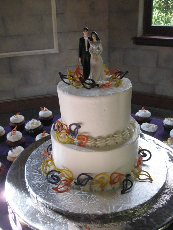 Our Disc Jockey Service provided the entertainment for an amazing wedding at Cloisters Castle in Lutherville, MD when we saw this beautiful cake. To get more cake ideas you can visit our website at www.SteveMoody.com