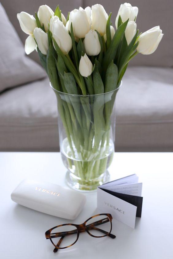Homevialaura | White tulips | Versace tortoise eyewear: