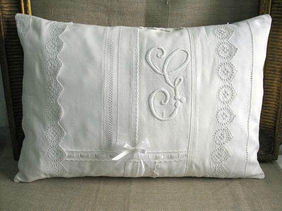 coussin monogramme blanc dentelle lin linge ancien vank e pinterest articles. Black Bedroom Furniture Sets. Home Design Ideas