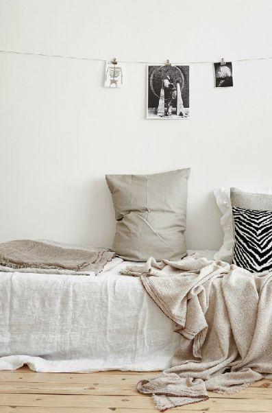 Canap lit en lin dans la maison pinterest chic for Canape lit montreal
