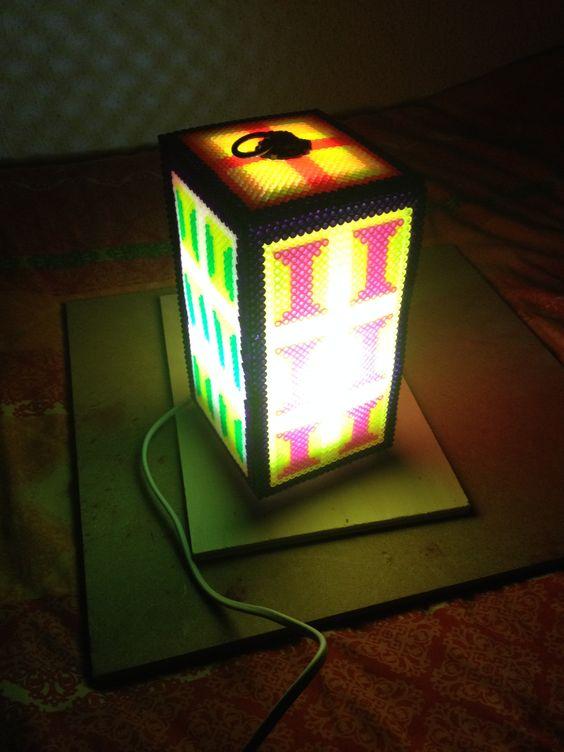 lampara con luz echa con hama beads