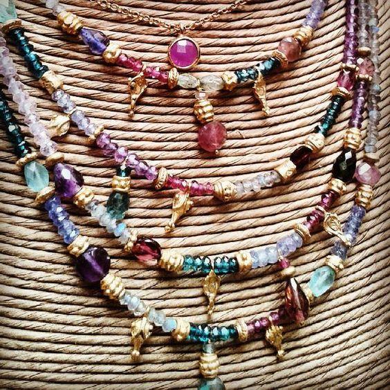 Los collares de piedras semipreciosas #necklaces #semipretopciousstone #amethyst #rubi #topaz #silverplated #girls #desing_barcelona