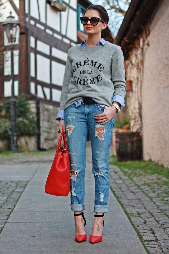 | Look com pontos de cor - Camisa + Moletom + Calça jeans destroyed + Scarpin + Bolsa |