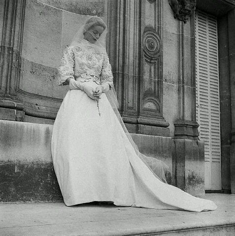 Givenchy Wedding Gown 1953 1954 Photo By Genevieve Naylor Vintage Bridal Fashion Wedding Gowns Vintage Wedding Dresses Vintage