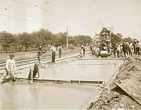 1909 : First Mile of Concrete Highway Laid