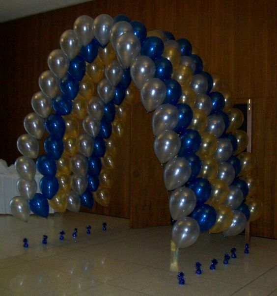 Diy balloon arch using weights and thread party for Balloon arch no helium