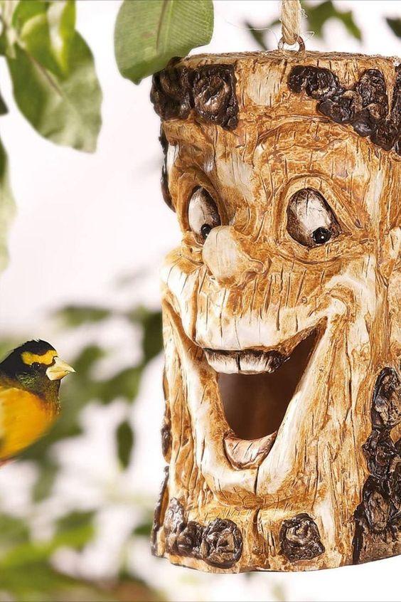 Für gute Stimmung im Garten • Schöne Holzoptik • Einfach anzubringen Lachendes Deko-Gesicht für Garten, Terrasse und Balkon Wetterfestes bruchsicheres Kunstharz (Polyresin) in schöner Holz-Optik, liebevoll verziert Aufhängung aus witterungsbeständigem Bast-Seil Maße: 11 x 21 x 12 cm, Gewicht: 700 g. Gartendeko Baum - Außerdem relevant oder passend zu: Gartenzwerge, Gartenzwerg, Dekoration, Lachende, Troll... *Pin enthält Werbelink