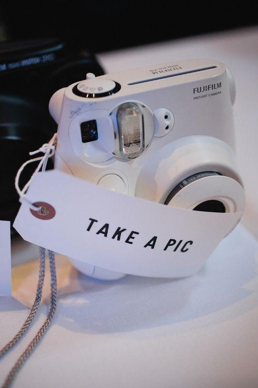 Huur een polaroid van je buur en leg je bruiloft analoog vast!