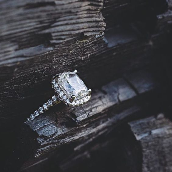 Runnymede engagement session in Charleston, SC | Beautiful engagement ring photograph. | Charleston engagement photography by husband & wife Charleston engagement photographers @billiejojeremy. #southernengagement  #charlestonbride #charlestonpictures #charlestonengagement #engaged #charlestonweddingphotographers #billiejoandjeremy