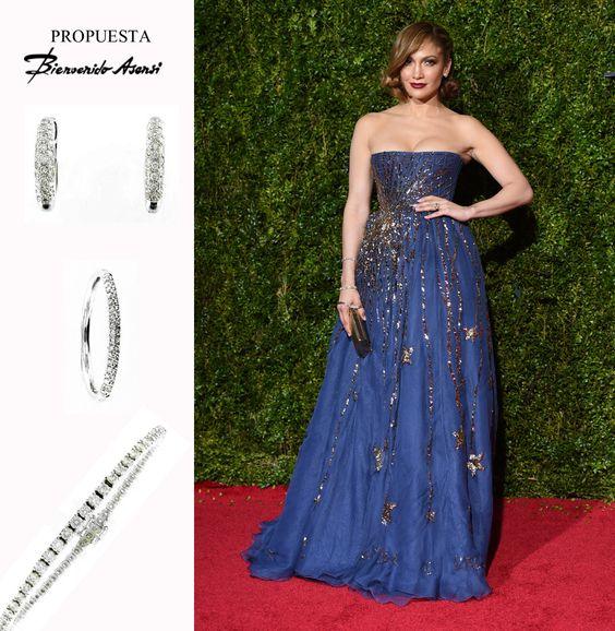 #JenniferLópez con un vestido de Valentino Couture, joyas de Harry Winston, zapatos de Christian Louboutin y bolso de Jimmy Choo.  #Pendientes aros realizados en oro blanco y engastados de brillantes ( 0.36 quilates, H-VS). http://goo.gl/Sy1TtE  #Alianza en oro blanco engastada en pavè de brillante (0,15 qtes. H-VS ). http://goo.gl/6k0fzA  #Pulsera Riviere en oro blanco con 63 brillantes (3.74 quilataje total G-VS) mide 18.5 cm. http://goo.gl/Z8LFzw