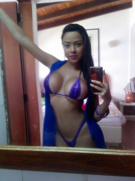 Tetona Latina sexy selfie Pin and follow @Pyra2elcapo ...