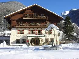 Chalet: Rich Girl, Chalet Exteriors, House Style