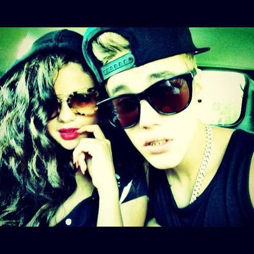 """Logo depois, o cantor deletou a postagem  Na tarde deste sexta-feira, 5/7, Justin Bieber postou uma foto nova no Instagram - no clique, ele aparece do lado de uma garota que, ao que tudo indica, é a Selena Gomez. A foto foi postada com a legenda """"heartbreaker"""" (o nome do novo single de Bieber)."""
