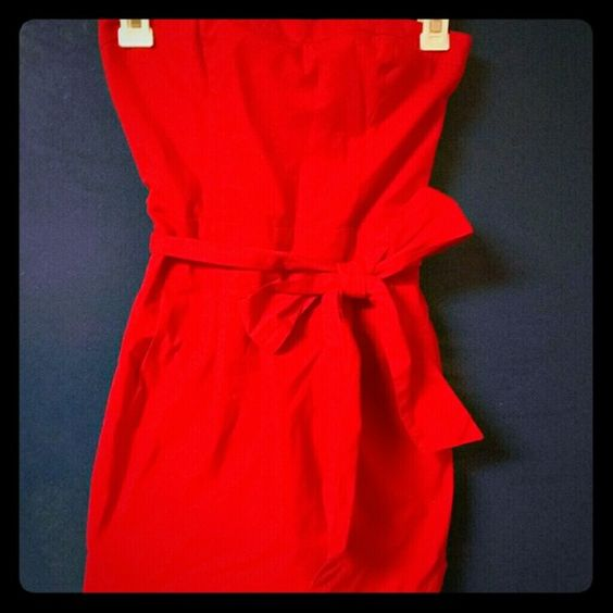 Strapless red short dress from Abercrombie Cute,  worn only 3 times,  very good condition Abercrombie & Fitch Dresses Strapless