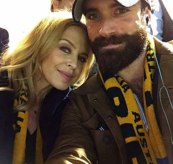 #Gossip Kylie confirms engagement to boyfriend Joshua Sasse after whirlwind roma... https://t.co/wm9ZzVxlcM https://t.co/WMZtYwrCUS