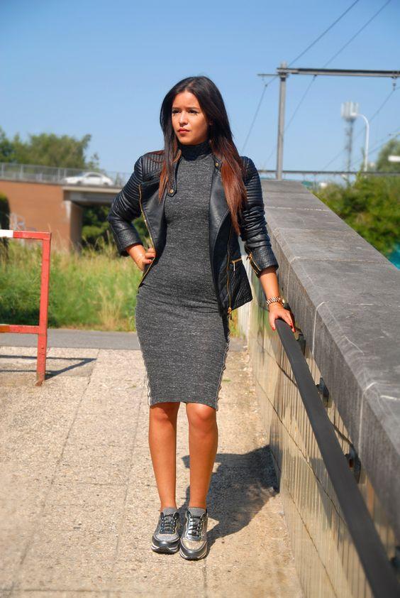 Conseil styling : Les vraies fashionistas portent les baskets rétro sous une jupe ou robe crayon ou A-line.