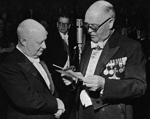 Paul Hindemith - Conciertos[editar] Música concertante (Konzertmusik) op. 48 para viola y orquesta de cámara (1930) Música concertante (Konzertmusik) op. 49 para piano, dos arpas y metal (1930) Der Schwanendreher, concierto para viola y pequeña orquesta (1935) Música fúnebre (Trauermusik), para viola y orquesta de cuerda (1936) Concierto para violín y orquesta (1939) Concierto para violonchelo y orquesta (1940) Concierto para piano y orquesta (1945) Concierto para clarinete y orquesta (1947)…