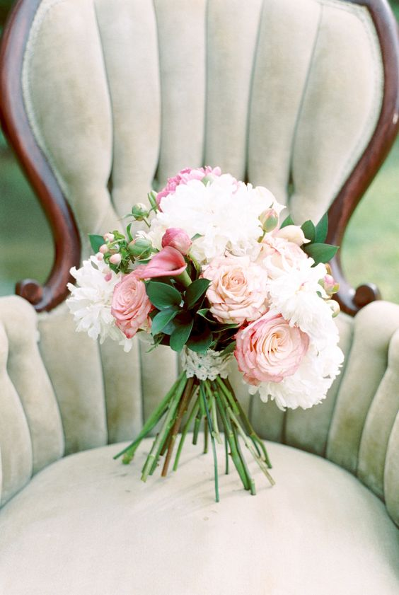 Simply Sophisticated Wedding Inspiration by Southern Knot Weddings and Floral Design with photos by Michelle Lea Photographie | The Pink Bride®️ www.thepinkbride.com