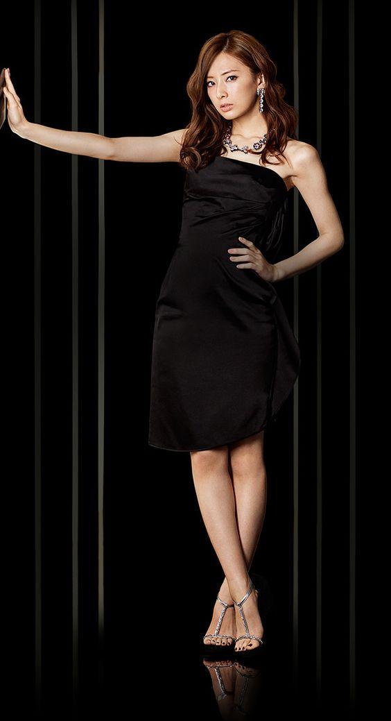 黒いドレスの北川景子