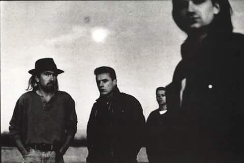U2 [By @antoncorbijn4real , 1986] #U2 #u2memes #Bono #BonoVox #TheEdge #AdamClayton #LarryMullenjr #singer #guitarist #bassist #drummer #blackandwhite #rock #music #rockmusic #TheJoshuaTree #photo #photographer #AntonCorbijn #80s #80sstyle #80smusic