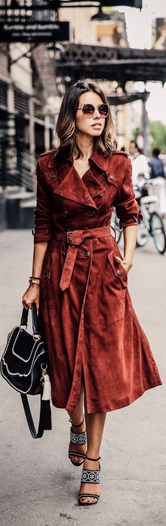 This stylish red suede coat looks effortlessly chic with patterned sandals and a simple black bag. Via Annabelle Fleur.