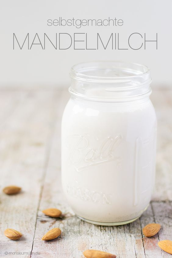 Mandelmilch – ganz einfach selbstgemacht! Und ich zeige euch wie ihr leckeres Mandelmehl herstellt!