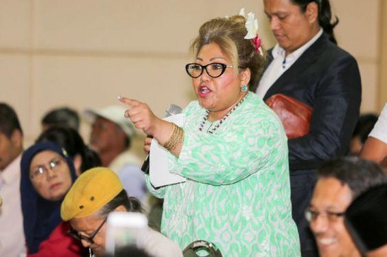 Tunjuk jari tengah Siti Kasim tidak menyesal   Memang sesuai isyarat lucah ditunjukkan kepada sebilangan peserta forum kerana mereka itu samseng Islam dan si bebal yang telah dicuci otak kata seorang peguam Siti Kasim.  Siti Kasim tidak kesal samseng Islam layak dapat jari tengah  Siti Kasim tidak kesal samseng Islam layak dapat jari tengah  Siti Kasim berkata hadirin di forum isu memperkasakan mahkamah syariah kelmarin golongan yang mahu menegakkan Islam tetapi enggan mendengar pandang…