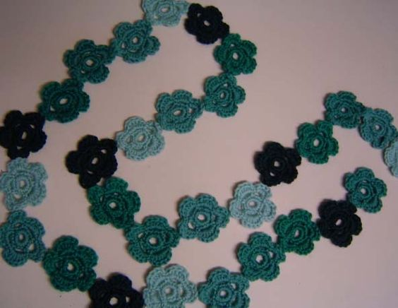Free daisy-chain scarf pattern