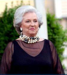 La infanta Pilar de Borbón, hermana del rey Juan Carlos, preside una SICAV, con un patrimonio de 4,5 millones de euros. El año 2010, no pagó ni un céntimo de impuesto sobre sociedades y el 2009 menos de 1.000 euros, a pesar de haber ganado casi 400.000. A la empresa, con un capital de origen desconocido, también participan como accionistas conocidos los cinco hijos de la hermana del Rey.