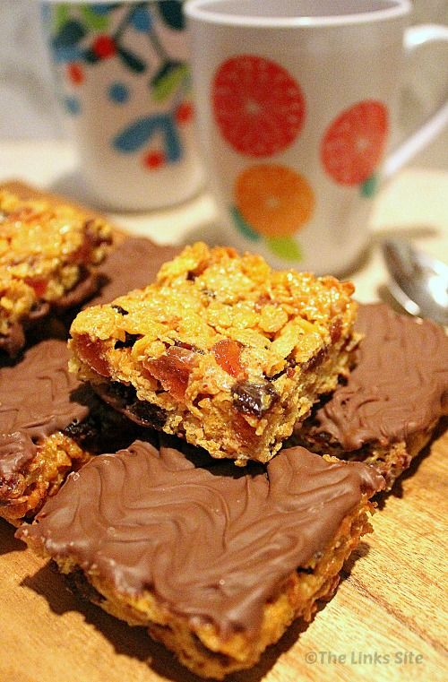 I Love The Fruity And Chocolatey Taste Of These Florentine Squares Thelinkssite Com Recipe Cho Homemade Biscuits Recipe Florentines Recipe Tray Bake Recipes