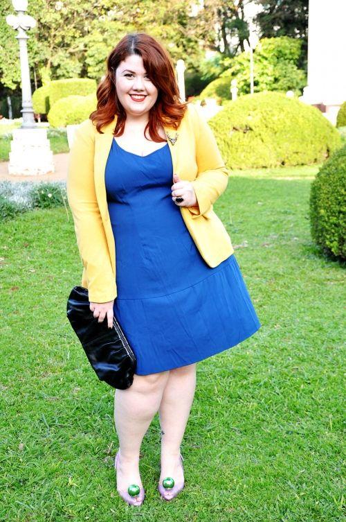 Look do dia - Blazer amarelo, vestido azul e Melissa