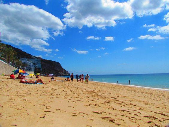 Areia faz bem aos pés. Frescas fazem bem ao calor. #aquihafrescas @ Sesimbra