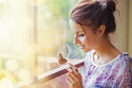 Introversion ist eine Eigenschaft, die mit einer tieferen Verarbeitung der Gedanken und Emotionen einhergeht. Introvertierte mögen Ruhe, scheuen Trubel.