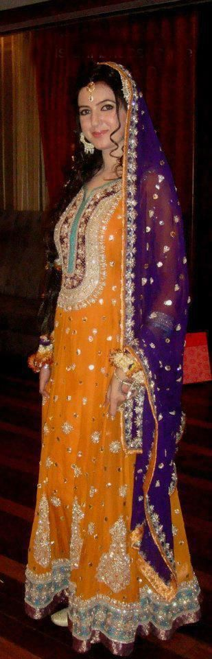 Mehndi Outfit Ideas : Atif aslam wife mehndi outfit pakistani fashion