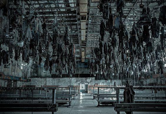 Resultado de imagem para abandoned mine interior large room