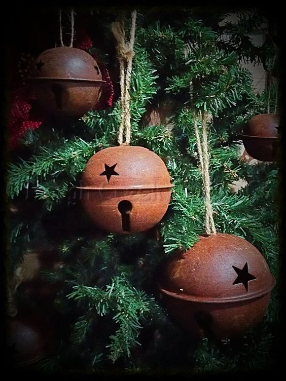 These rusty jingle bells are great for decorating or use as an ornament. This listing is for a single bell. Available in multiple sizes. *Sizes are approximate.