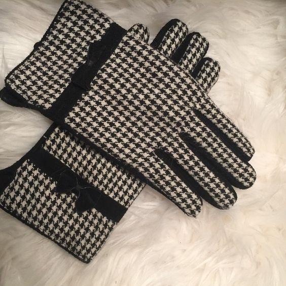 Houndstooth Gloves Winter houndstooth gloves never worn Accessories Gloves & Mittens