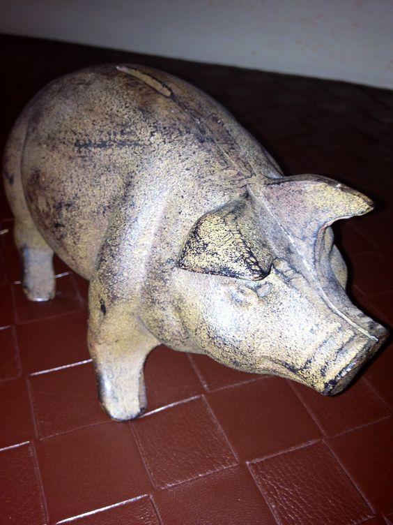Old fashion cast iron piggy bank.
