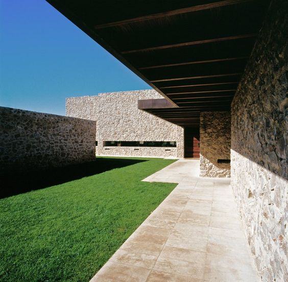 Unlevelled House, Valencia, 2002 - Ramon Esteve Estudio