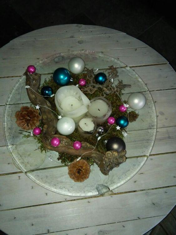 Kerststuk op glazen schaal