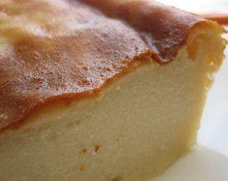 #Flan au lait d'#amande Ingrédients : - 1 litre de lait d'amande - 100g de fécule de maïs - 25g de poudre d'amande - 120g de sucre blond - 1 sachet de sucre vanillé - 2 œufs  Nota : si vous utiliser un lait d'amande assez liquide et peu épais, il vaut mieux mélanger au préalable l'ensemble des ingrédients dans une casserole à feu doux pour faire épaissir le mélange, avant de placer dans un moule au four. Placer au four préchauffé à 180°C (chaleur tournant) pendant 45min.