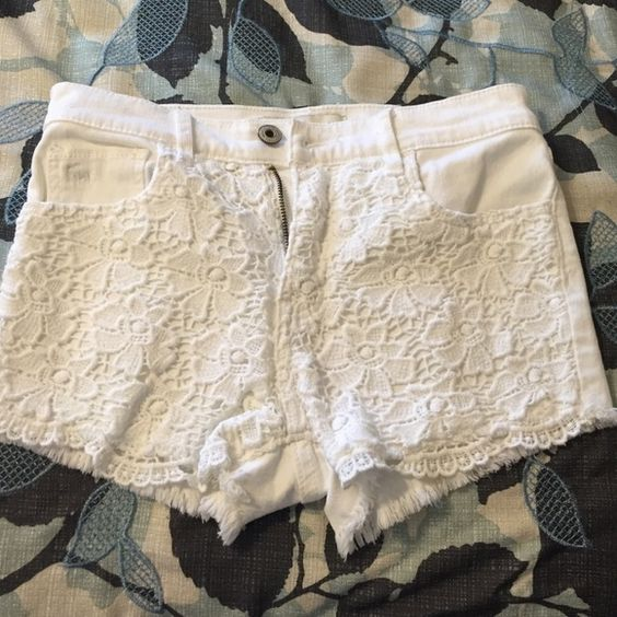 Abercrombie lace high rise shorts abercrombie kids size 14 is like adults 00/0 lace front detailing high rise Abercrombie & Fitch Jeans