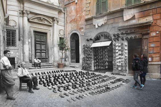 Un negozio di scarpe a Largo dei Librari nel 1947
