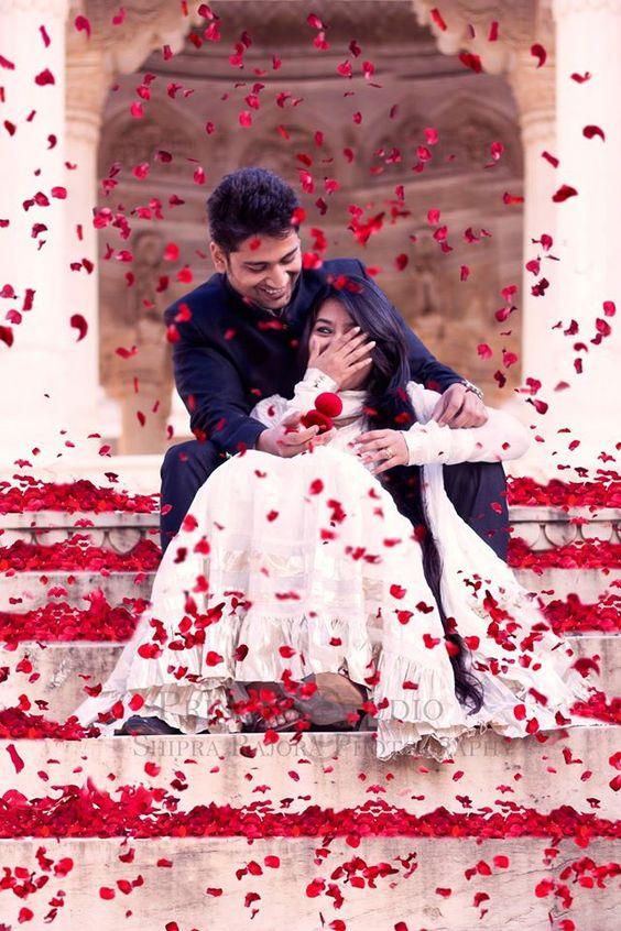 10 Awe Inspiring Pre Wedding Photoshoot Ideas - TBG Bridal Store