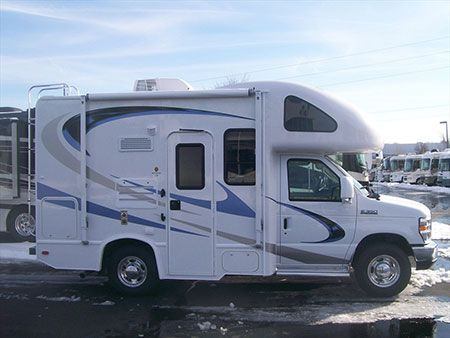 Mini motorhome quick look 2010 four winds 19g class c for Small motor homes for sale