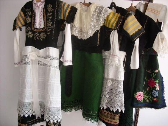 Български кене - Различни традиционни костюми: