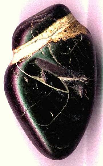 coeur taillé naturellement dans la pierre