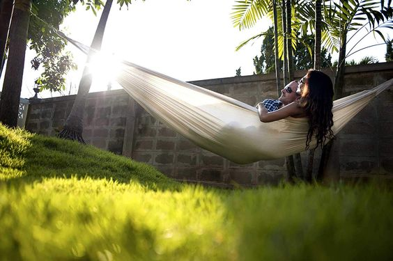A hammock that makes any Sunday even cozier -Weird but actually smart Christmas gifts for guys - Todaywedate.com