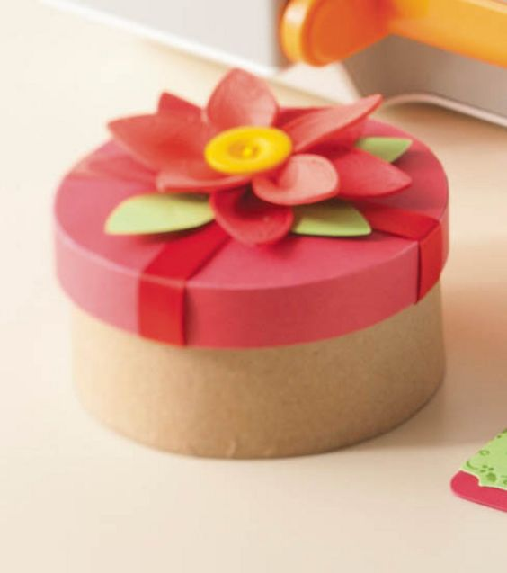 Poinsettia Gift Topper -- made with the @Fiskars Fuse!